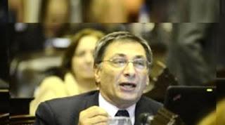 El ex gobernador de la provincia no pudo evitar las lágrimas al momento de referirse a la muerte de su amigo y compañero.
