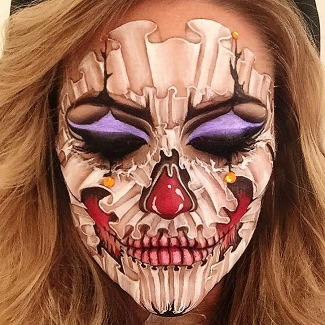 07-Clown-Vanessa-Davis-The-Skulltress-Body-Painting-not-Suitable-for-Children-www-designstack-co