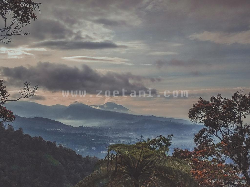 Pemandangan Alam dari Puncak Gunung Burangrang