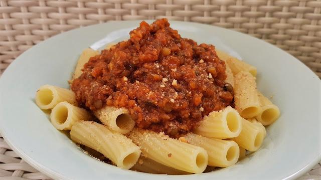 Pasta con salsa boloñesa de lentejas