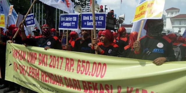 Buruh yang Demo di Balai Kota dari Luar Jakarta, Kenapa Minta Naik Upah ke Ahok?