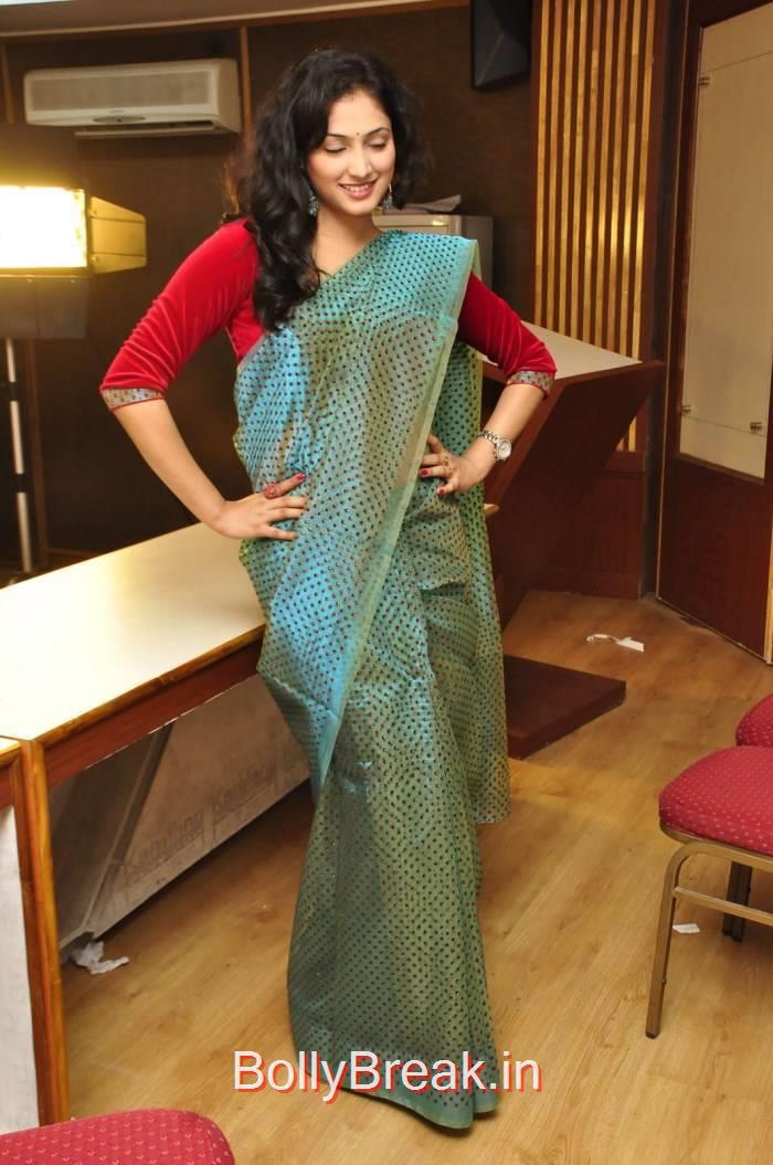 Haripriya Pictures, Haripriya Hot HD Images in Teal Green Colour Saree