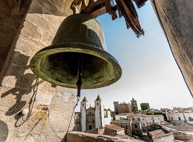 Iglesia de San Francisco Javier, desde la torre de la Concatedral (contextualizado) :: Canon EOS5D MkIII | ISO100 | Canon 17-40@17mm | f/4.5 | 1/160s