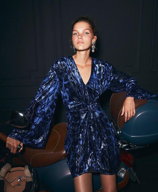 326f1d223e804 Koton Partywear Koleksiyonu; diz üstü ve diz hizası uzunlukların hakim  olduğu elbiseler ve pantolon-ceket takımlarıyla kendinden plise ve pul  baskılı uçuşan ...