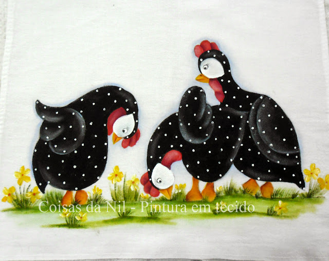 galinhas de angola pintadas em pano de copa