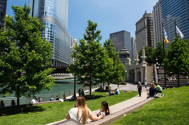 Projeto Riverwalk no Chicago River