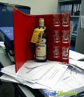 no trabalho colegas wisky arquivo