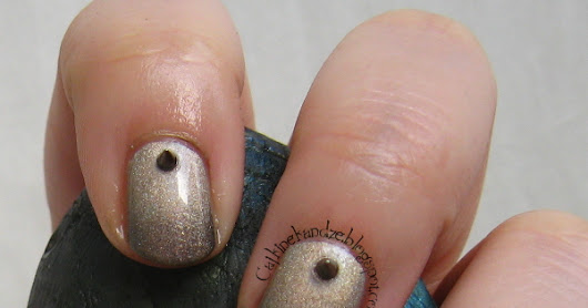 Matching Manicures - Studs