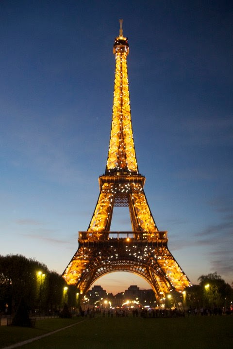 high heel backpacker paris le 58 tour eiffel. Black Bedroom Furniture Sets. Home Design Ideas