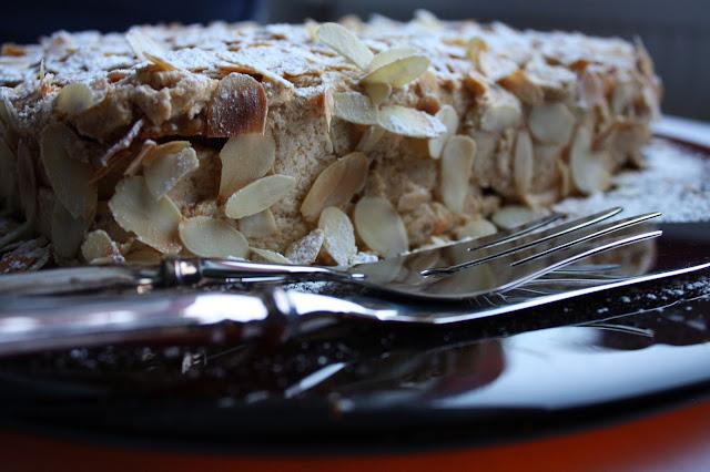 Ellen Svinhufvudin kakku leivonta klassikko manteli marenki stella konditoria mallaspulla