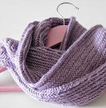 http://sintonnison-crafts.blogspot.com.es/2013/11/tutorial-cuello-de-punto-herringbone.html