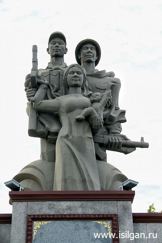 Monument-Druzhby-narodov-Vetnama-Kambodzhi-Gorod-Kampot-Cambodia