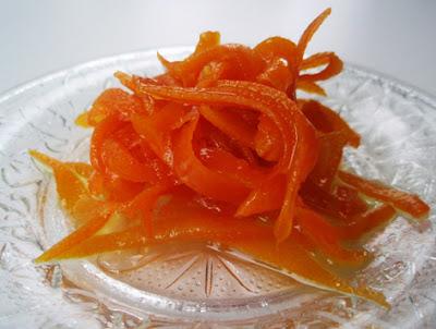 cortezas de naranja confitadas