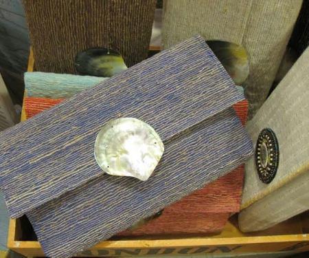 Bolso cartera de mano en distintos modelos y colores