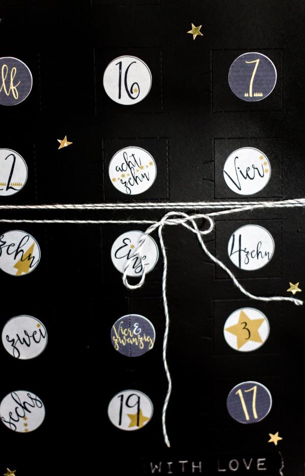 DIY Adventskalender mit Türen ganz einfach selber machen | by titatoni