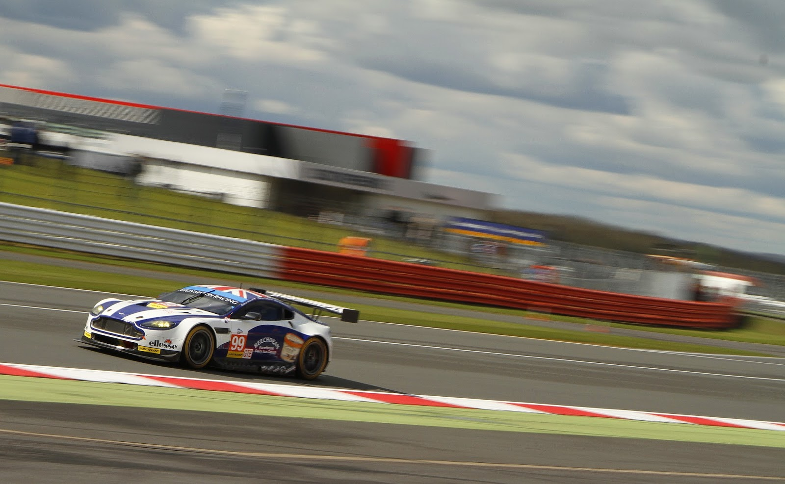 With beechdean motorsport presently undertaking qualifying for the second round of this years british gt championship at rockingham today the provisional