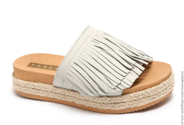 Moda verano 2017 sandalias bajas.