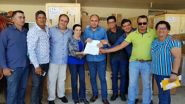 Deputada marinha raupp e junto com prefeito e vereadores de Nova Mamoré