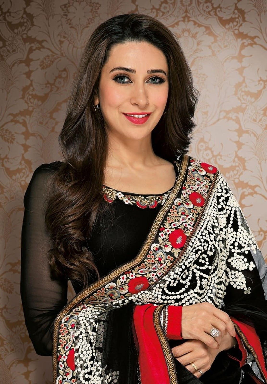 Cute Widescreen Fall Wallpapers Karisma Kapoor New Wallpaper Beautiful Desktop Hd