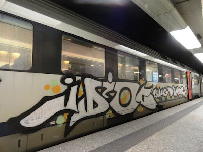 declaration d'amour en graffiti sur un train
