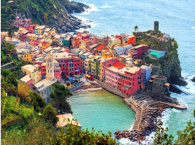 Tourism in Italy .