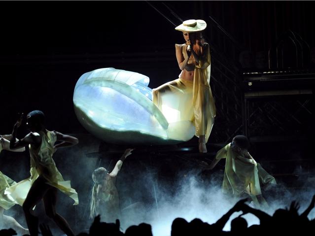 image_xlimage_2011_02_60105_Manhattan_Lady_Gaga_Steps_Out_of_Egg_02142011.jpg
