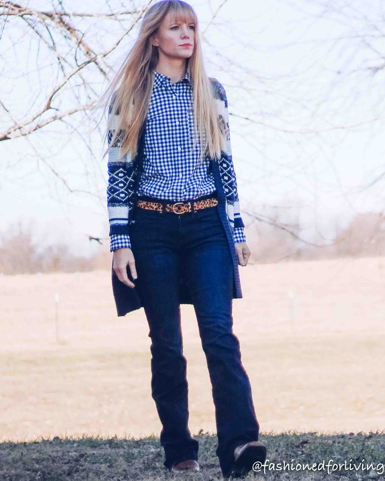 square toe cowboy boots outfit with trouser jeans and long cardigan