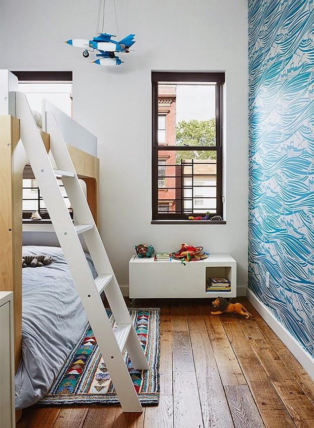 habitacion infantil pequeña con literas y mucha luz