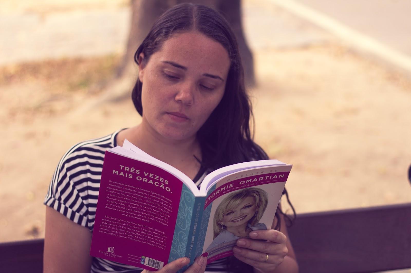 d9eda01a27043 No final de cada capítulo ela mostra um exemplo de oração para o tema  abordado no capítulo e cita alguns versículos para ajudar no estudo se caso  o leitor ...