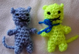 http://translate.google.es/translate?hl=es&sl=en&tl=es&u=http%3A%2F%2Fisitatoy.blogspot.com.es%2F2011%2F02%2Fscrappy-kitty-free-pattern.html
