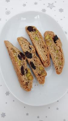 Lebkuchen-Cantuccini mit Pistazien und Cranberrys