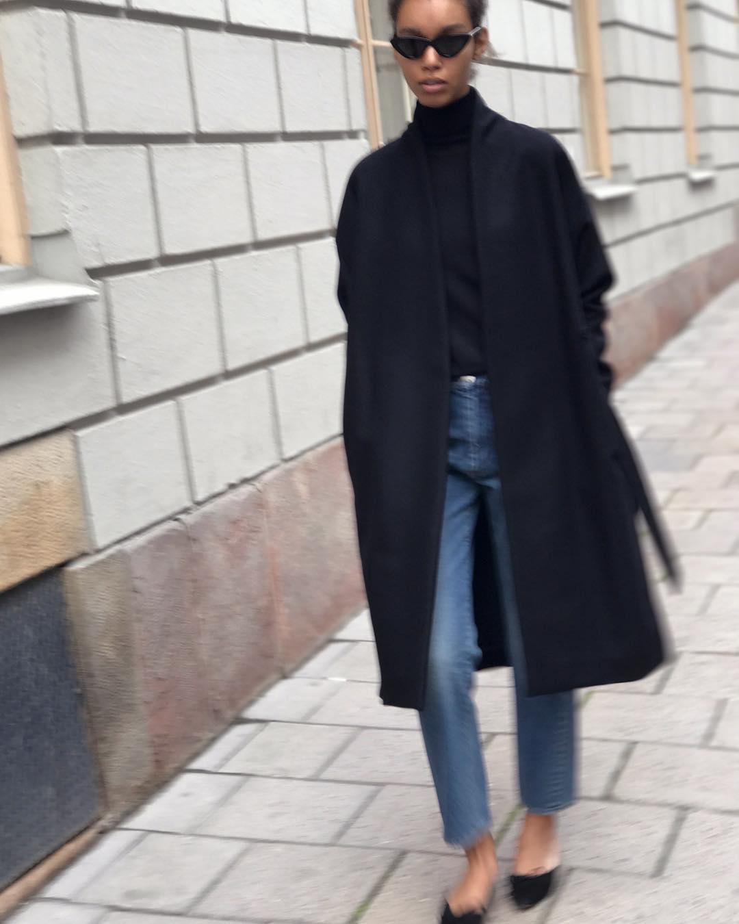 The Minimalist Outfit We Want to Live In for Fall — Black Coat, Turtleneck, Jeans, Mule Flats