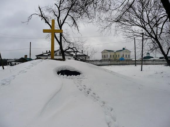 Самарський Свято-Миколаївський монастир. Хрест і меморіальна дошка