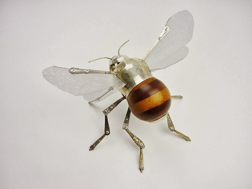 03-Bumble-Sculptor-Recycled-Animal-Sculptures-Dean-Patman-Graphic-Design-www-designstack-co