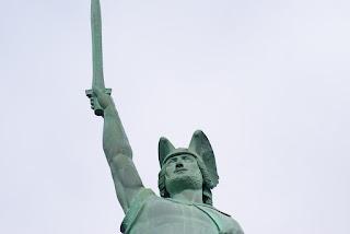 Das Gesicht des Hermannsdenkmals in Nahaufnahme