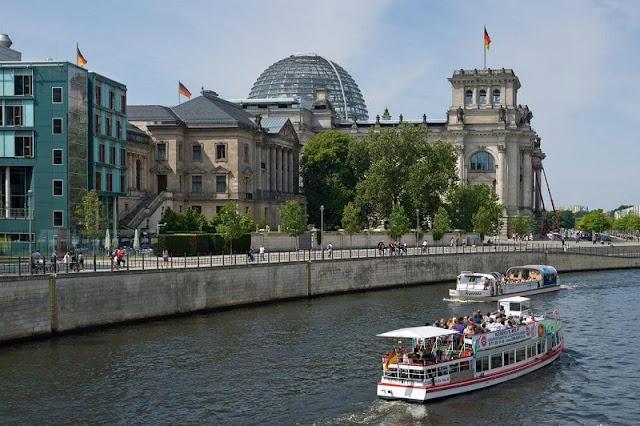 Passeio de barco e Reichstag ao fundo