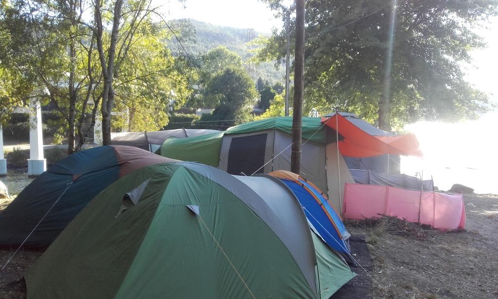 tendas ao Lado do Rio Douro