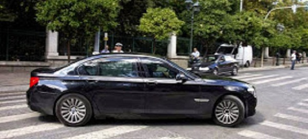 """ΔΕΙΤΕ ΠΟΙΟΣ ΥΠΟΥΡΓΟΣ ΤΟΥ ΣΥΡΙΖΑ ΚΥΚΛΟΦΟΡΕΊ ΚΑΙ ΠΑΕΙ """"ΒΟΛΤΑ ΣΤΟ ΜΑΞΙΜΟΥ ΜΕ ΤΗΝ ΠΑΝΑΚΡΙΒΗ ΘΩΡΑΚΙΣΜΕΝΗ BMW ΤΩΝ 750.000 ΕΥΡΩ ΤΟΥ ΒΕΝΙΖΕΛΟΥ!!"""