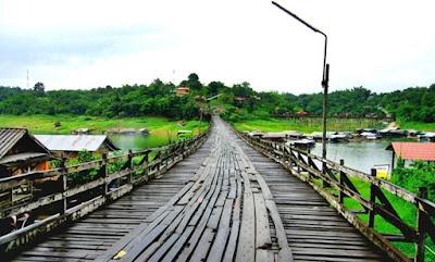 http://www.hotels2thailand.com/kanchanaburi-deals/ponnatee-resort-kanchanaburi-04820601.html