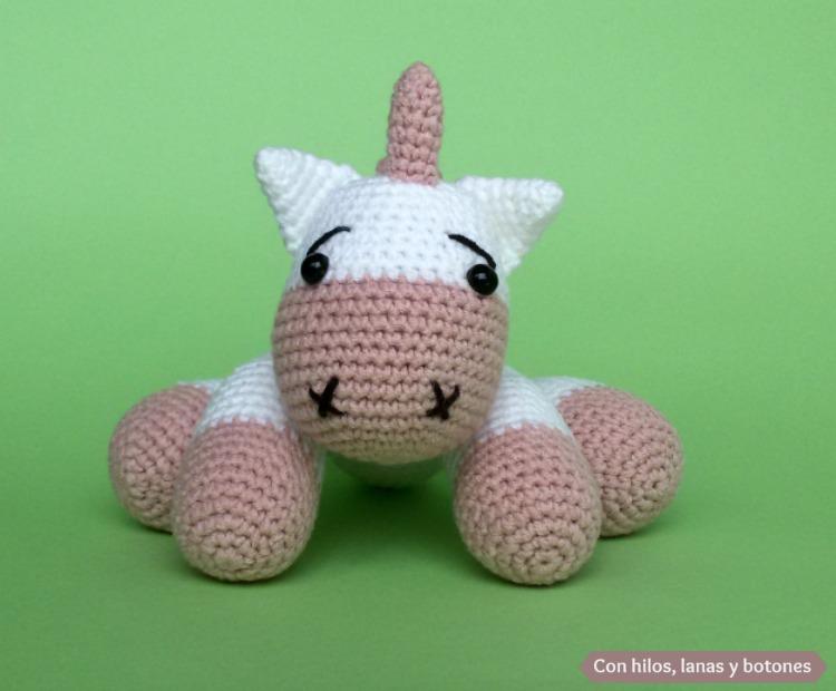 Unicornio amigurumi rosa   Con hilos, lanas y botones