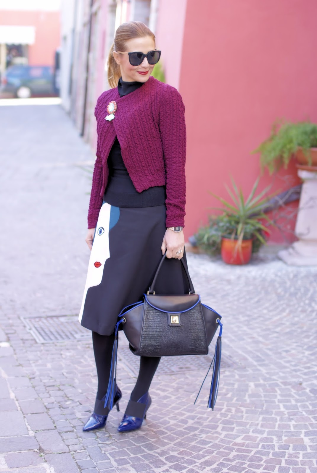 Office proof outfit with a Dezzal face a-line skirt and Iaya Asciani Paris bag on Fashion and Cookies fashion blog, fashion blogger style