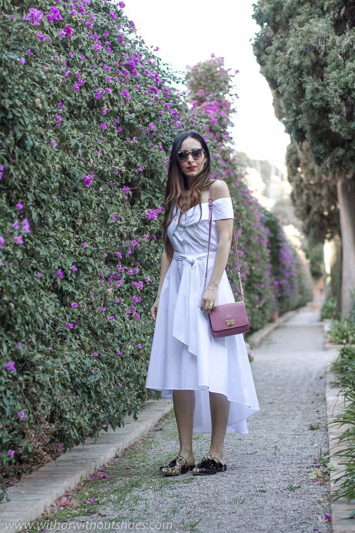 Blogger influencer con ideas de look con vestido y zapatos bonitos