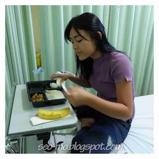Foto Amanda Manopo Sedang Makan