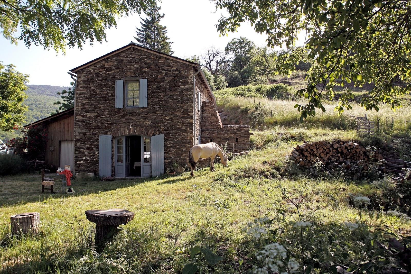 acheter une maison dans les cevennes avie home. Black Bedroom Furniture Sets. Home Design Ideas