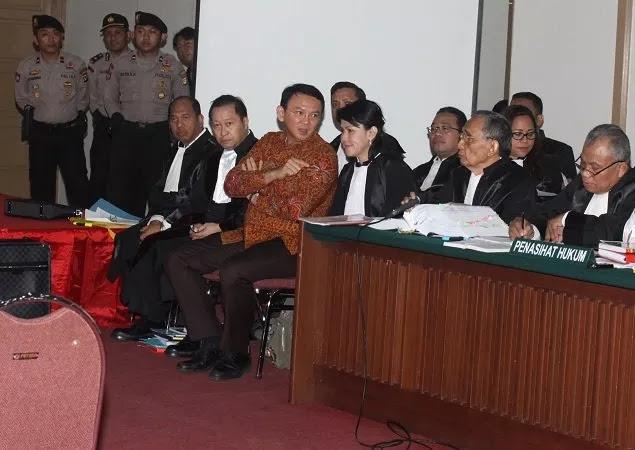 """Majelis Hakim Berikan Waktu Dua Pekan untuk Hadirkan Saksi, Kubu Ahok """"Memelas"""""""