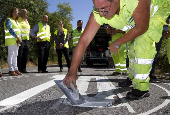 Mejora de las marcas viales en 30 carreteras de la región'