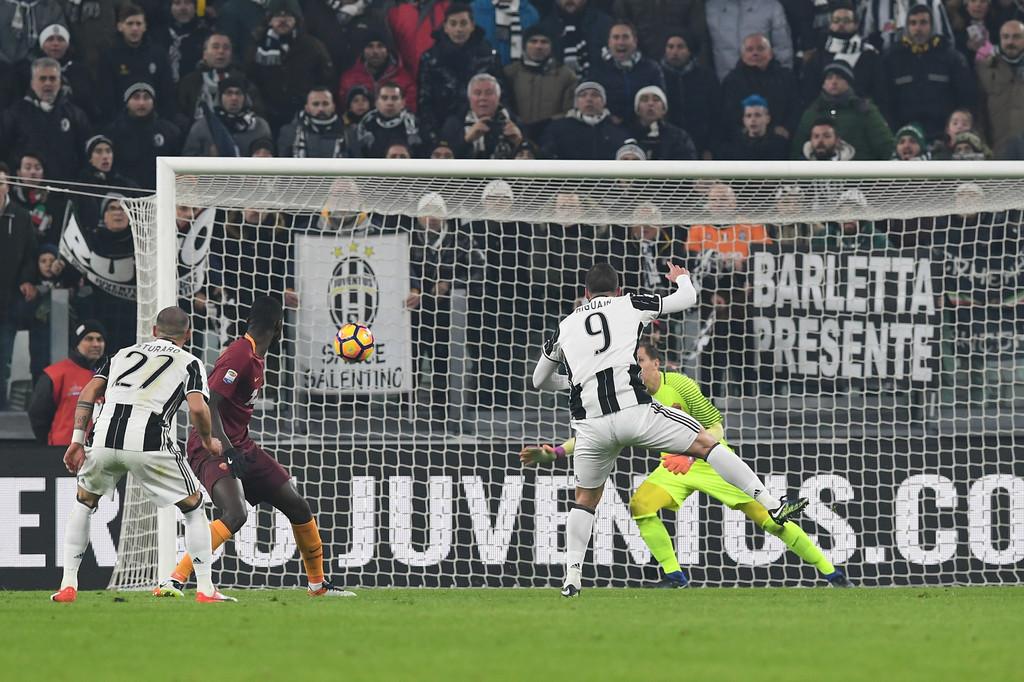 Juventus-Roma 1-0 Bianconeri in fuga, decide il Pipita