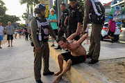 Crazed foreigner arrested after Jomtien beach rampage — Satang.info
