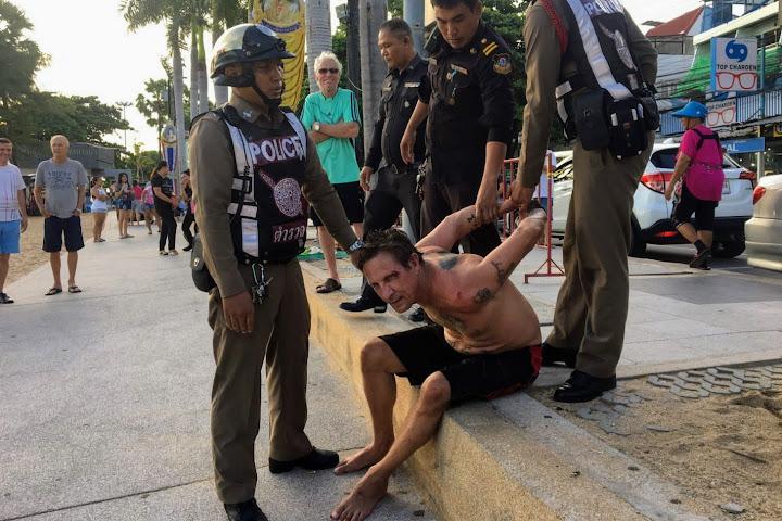 Crazed foreigner arrested after Jomtien beach rampage