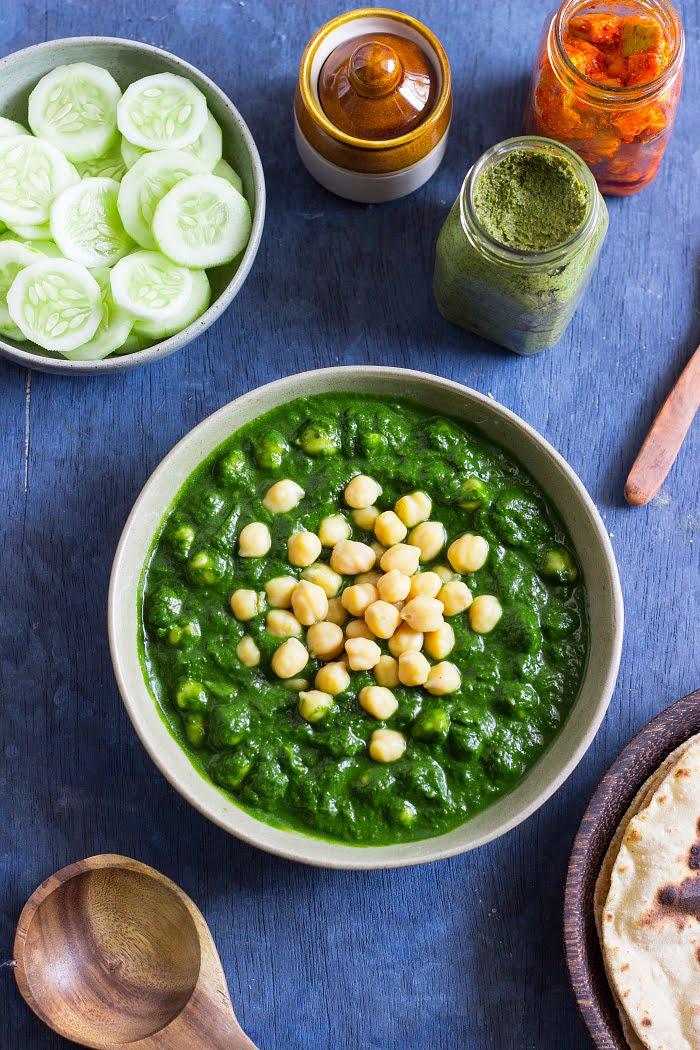 how to make chhole palak recipe, chana palak recipe, spinach and chickpea recipes, vegan curry recipe, vegan chickpea curry at www.oneteaspoonoflife.com
